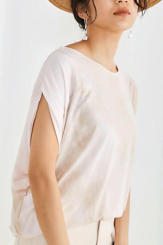 TieDyeDrapedTopタイダイ染・ルーズTシャツ大人カジュアルに最適な海外ファッションのothers(その他インポートアイテム)のトップスやカットソー。ポリエステル×レーヨンのてろんとした素材感が嬉しいタイダイ染めのTシャツ。ぼんやりとした優しいカラーリングで、派手すぎずに使いやすいトップス。/main-24