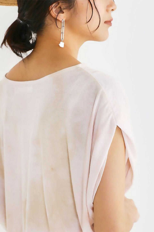 TieDyeDrapedTopタイダイ染・ルーズTシャツ大人カジュアルに最適な海外ファッションのothers(その他インポートアイテム)のトップスやカットソー。ポリエステル×レーヨンのてろんとした素材感が嬉しいタイダイ染めのTシャツ。ぼんやりとした優しいカラーリングで、派手すぎずに使いやすいトップス。/main-26