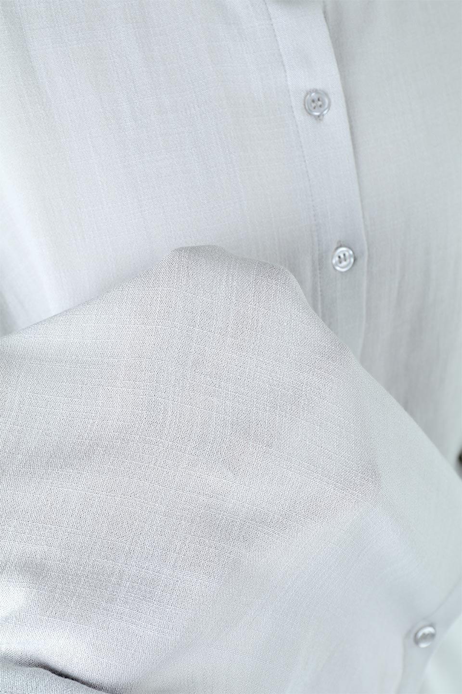 TuckedDolmanSleeveBlouseタックデザイン・ドルマンブラウス大人カジュアルに最適な海外ファッションのothers(その他インポートアイテム)のトップスやシャツ・ブラウス。ボックス型のタックデザインが可愛いソフトタッチの肌触りのブラウス。麻調のしっとりとした落ち感のある生地は袖口のタックのボリュームを綺麗に見せてくれます。/main-16