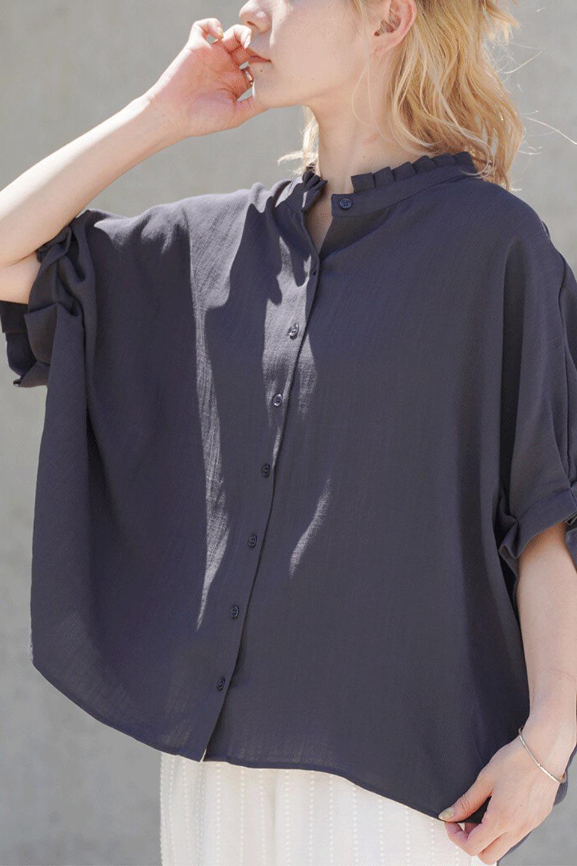 TuckedDolmanSleeveBlouseタックデザイン・ドルマンブラウス大人カジュアルに最適な海外ファッションのothers(その他インポートアイテム)のトップスやシャツ・ブラウス。ボックス型のタックデザインが可愛いソフトタッチの肌触りのブラウス。麻調のしっとりとした落ち感のある生地は袖口のタックのボリュームを綺麗に見せてくれます。/main-18