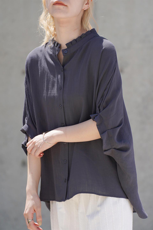 TuckedDolmanSleeveBlouseタックデザイン・ドルマンブラウス大人カジュアルに最適な海外ファッションのothers(その他インポートアイテム)のトップスやシャツ・ブラウス。ボックス型のタックデザインが可愛いソフトタッチの肌触りのブラウス。麻調のしっとりとした落ち感のある生地は袖口のタックのボリュームを綺麗に見せてくれます。/main-19