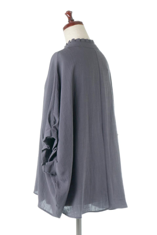 TuckedDolmanSleeveBlouseタックデザイン・ドルマンブラウス大人カジュアルに最適な海外ファッションのothers(その他インポートアイテム)のトップスやシャツ・ブラウス。ボックス型のタックデザインが可愛いソフトタッチの肌触りのブラウス。麻調のしっとりとした落ち感のある生地は袖口のタックのボリュームを綺麗に見せてくれます。/main-3