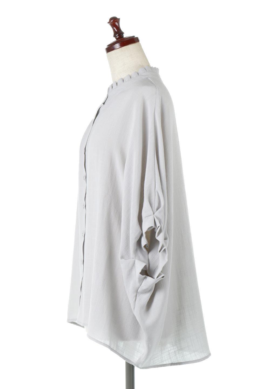 TuckedDolmanSleeveBlouseタックデザイン・ドルマンブラウス大人カジュアルに最適な海外ファッションのothers(その他インポートアイテム)のトップスやシャツ・ブラウス。ボックス型のタックデザインが可愛いソフトタッチの肌触りのブラウス。麻調のしっとりとした落ち感のある生地は袖口のタックのボリュームを綺麗に見せてくれます。/main-7