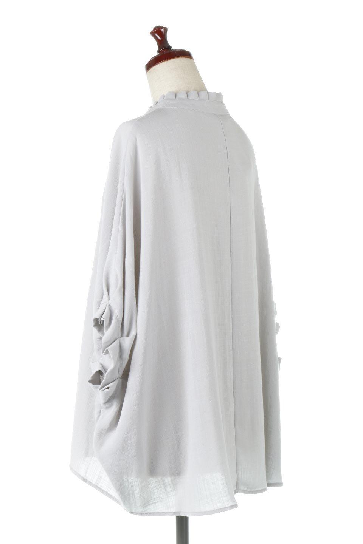TuckedDolmanSleeveBlouseタックデザイン・ドルマンブラウス大人カジュアルに最適な海外ファッションのothers(その他インポートアイテム)のトップスやシャツ・ブラウス。ボックス型のタックデザインが可愛いソフトタッチの肌触りのブラウス。麻調のしっとりとした落ち感のある生地は袖口のタックのボリュームを綺麗に見せてくれます。/main-8