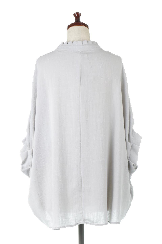 TuckedDolmanSleeveBlouseタックデザイン・ドルマンブラウス大人カジュアルに最適な海外ファッションのothers(その他インポートアイテム)のトップスやシャツ・ブラウス。ボックス型のタックデザインが可愛いソフトタッチの肌触りのブラウス。麻調のしっとりとした落ち感のある生地は袖口のタックのボリュームを綺麗に見せてくれます。/main-9
