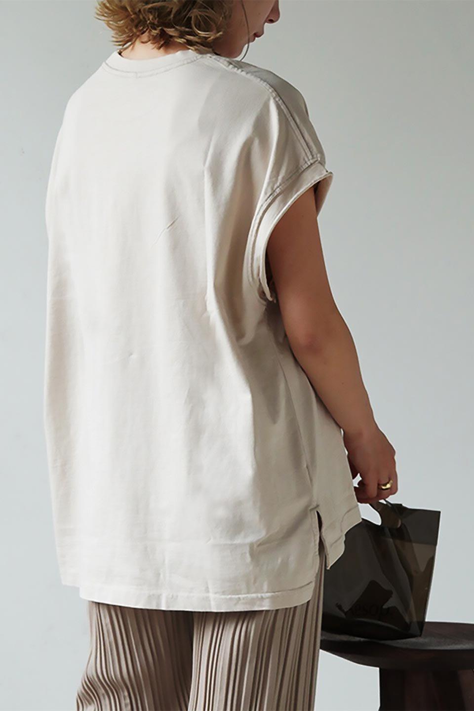 LightPigmentCutOutTopライトピグメント加工・カットオフチュニック大人カジュアルに最適な海外ファッションのothers(その他インポートアイテム)のトップスやカットソー。ほどよいカジュアル感が可愛い、着回し簡単ベーシックプルオーバートップス。キレイすぎずカジュアルすぎない表面感は、コーディネート次第でオフィスカジュアルからデイリーカジュアルまで使えます。/main-28
