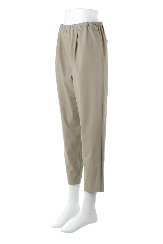 Anti-UVCoolTouchPants接触冷感+UV加工・テーパードパンツ大人カジュアルに最適な海外ファッションのothers(その他インポートアイテム)のボトムやパンツ。ウエストゴムでストレスフリーな履き心地のサラサラ触感のパンツ。ヒップもゆったりとゆとりをもたせているので下着のラインも気にならず、透け感もないので安心のアイテム。/main-1