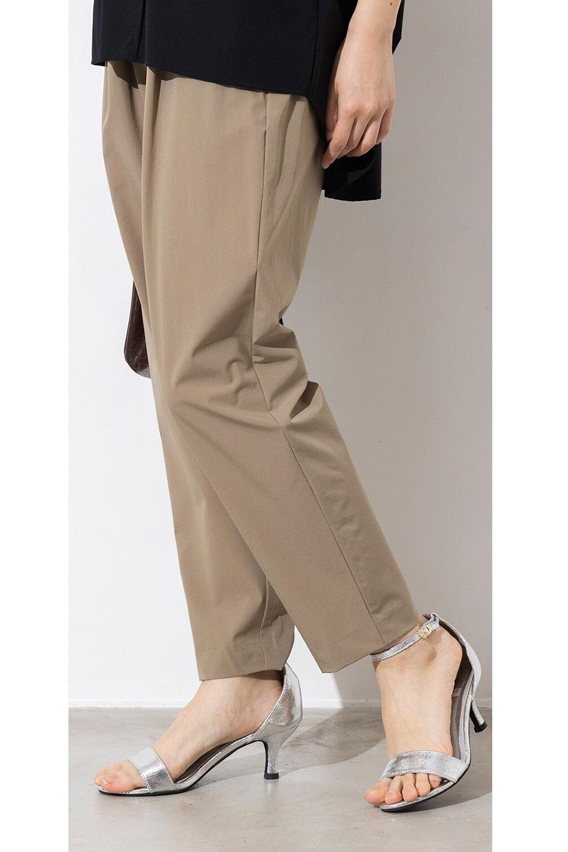 Anti-UVCoolTouchPants接触冷感+UV加工・テーパードパンツ大人カジュアルに最適な海外ファッションのothers(その他インポートアイテム)のボトムやパンツ。ウエストゴムでストレスフリーな履き心地のサラサラ触感のパンツ。ヒップもゆったりとゆとりをもたせているので下着のラインも気にならず、透け感もないので安心のアイテム。/main-16