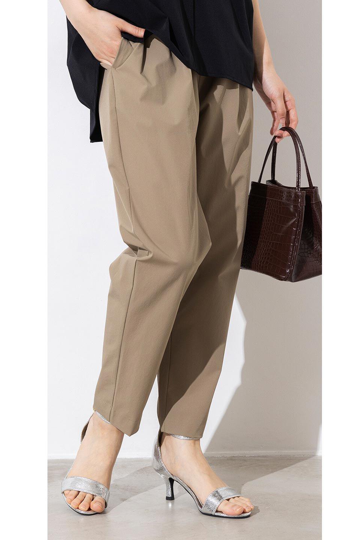 Anti-UVCoolTouchPants接触冷感+UV加工・テーパードパンツ大人カジュアルに最適な海外ファッションのothers(その他インポートアイテム)のボトムやパンツ。ウエストゴムでストレスフリーな履き心地のサラサラ触感のパンツ。ヒップもゆったりとゆとりをもたせているので下着のラインも気にならず、透け感もないので安心のアイテム。/main-17