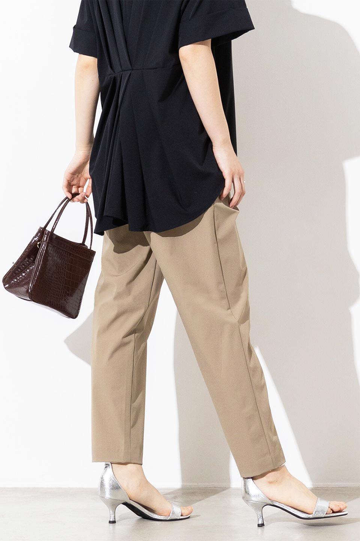 Anti-UVCoolTouchPants接触冷感+UV加工・テーパードパンツ大人カジュアルに最適な海外ファッションのothers(その他インポートアイテム)のボトムやパンツ。ウエストゴムでストレスフリーな履き心地のサラサラ触感のパンツ。ヒップもゆったりとゆとりをもたせているので下着のラインも気にならず、透け感もないので安心のアイテム。/main-18