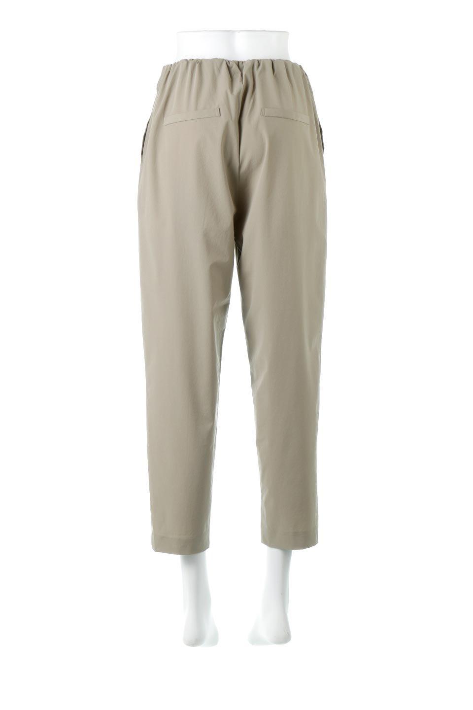Anti-UVCoolTouchPants接触冷感+UV加工・テーパードパンツ大人カジュアルに最適な海外ファッションのothers(その他インポートアイテム)のボトムやパンツ。ウエストゴムでストレスフリーな履き心地のサラサラ触感のパンツ。ヒップもゆったりとゆとりをもたせているので下着のラインも気にならず、透け感もないので安心のアイテム。/main-4