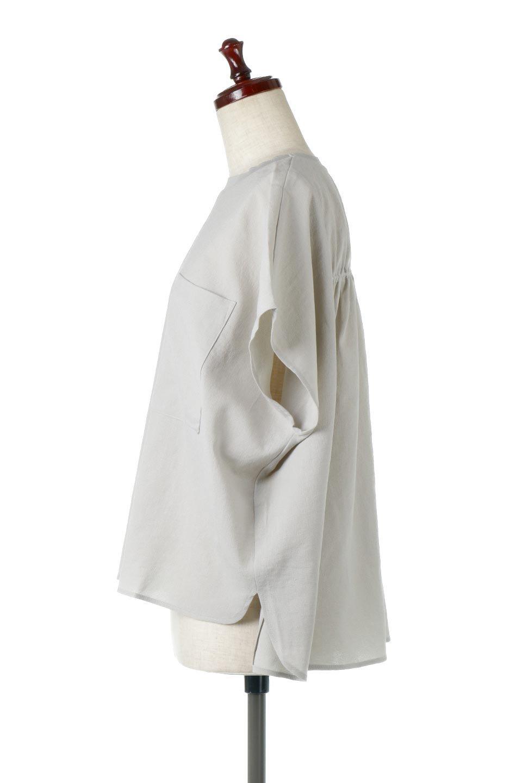 OverSizedBackGatherPullOverバックギャザー・オーバーTシャツ大人カジュアルに最適な海外ファッションのothers(その他インポートアイテム)のトップスやカットソー。ありそうでなかった麻のような質感が気持ち良い布帛生地のオーバーTシャツ。一見ビッグシルエットのTシャツのようですが、シャリっとした清涼感のあるタッチでシワになりにくい素材で、汗のべたつきも気になりにくいトップス。/main-13