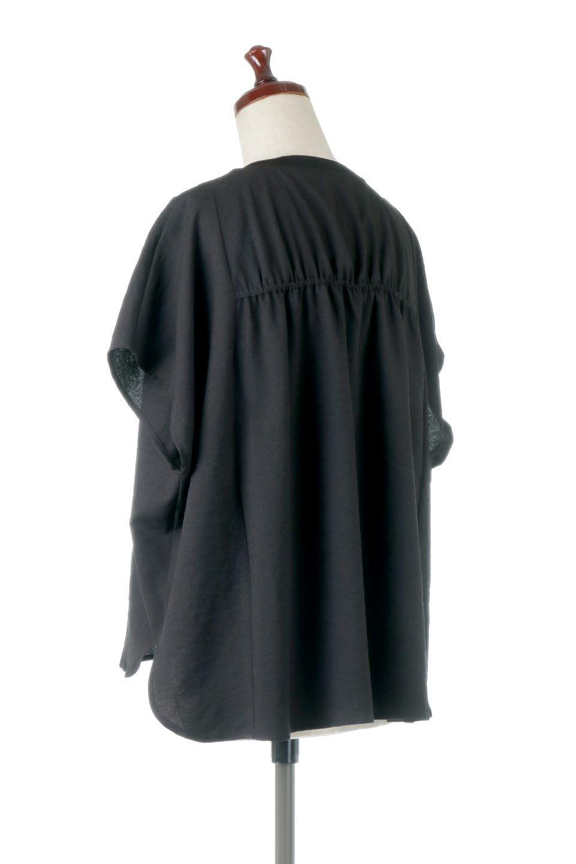 OverSizedBackGatherPullOverバックギャザー・オーバーTシャツ大人カジュアルに最適な海外ファッションのothers(その他インポートアイテム)のトップスやカットソー。ありそうでなかった麻のような質感が気持ち良い布帛生地のオーバーTシャツ。一見ビッグシルエットのTシャツのようですが、シャリっとした清涼感のあるタッチでシワになりにくい素材で、汗のべたつきも気になりにくいトップス。/main-18