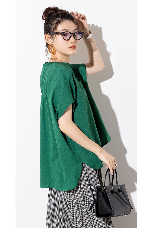 OverSizedBackGatherPullOverバックギャザー・オーバーTシャツ大人カジュアルに最適な海外ファッションのothers(その他インポートアイテム)のトップスやカットソー。ありそうでなかった麻のような質感が気持ち良い布帛生地のオーバーTシャツ。一見ビッグシルエットのTシャツのようですが、シャリっとした清涼感のあるタッチでシワになりにくい素材で、汗のべたつきも気になりにくいトップス。/main-34