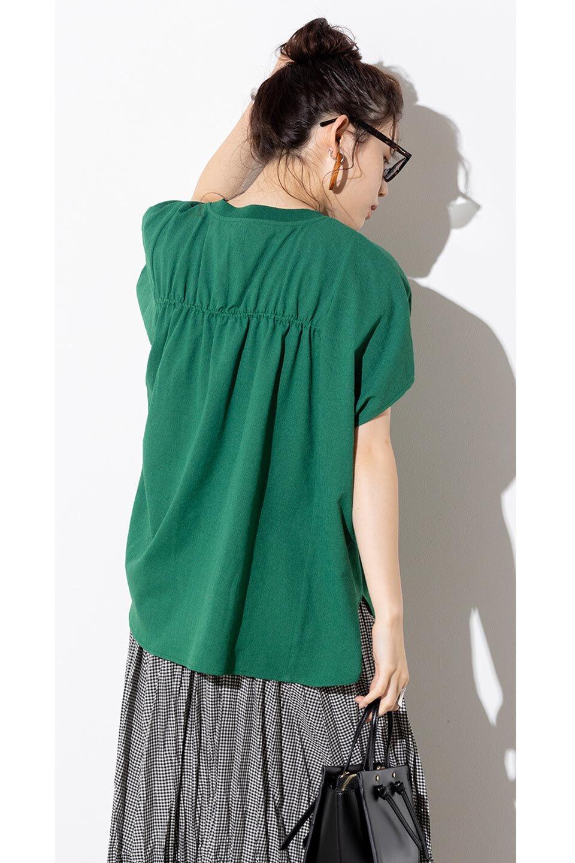 OverSizedBackGatherPullOverバックギャザー・オーバーTシャツ大人カジュアルに最適な海外ファッションのothers(その他インポートアイテム)のトップスやカットソー。ありそうでなかった麻のような質感が気持ち良い布帛生地のオーバーTシャツ。一見ビッグシルエットのTシャツのようですが、シャリっとした清涼感のあるタッチでシワになりにくい素材で、汗のべたつきも気になりにくいトップス。/main-36