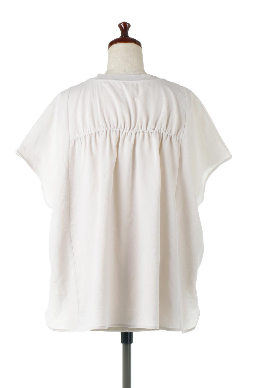 OverSizedBackGatherPullOverバックギャザー・オーバーTシャツ大人カジュアルに最適な海外ファッションのothers(その他インポートアイテム)のトップスやカットソー。ありそうでなかった麻のような質感が気持ち良い布帛生地のオーバーTシャツ。一見ビッグシルエットのTシャツのようですが、シャリっとした清涼感のあるタッチでシワになりにくい素材で、汗のべたつきも気になりにくいトップス。/main-4