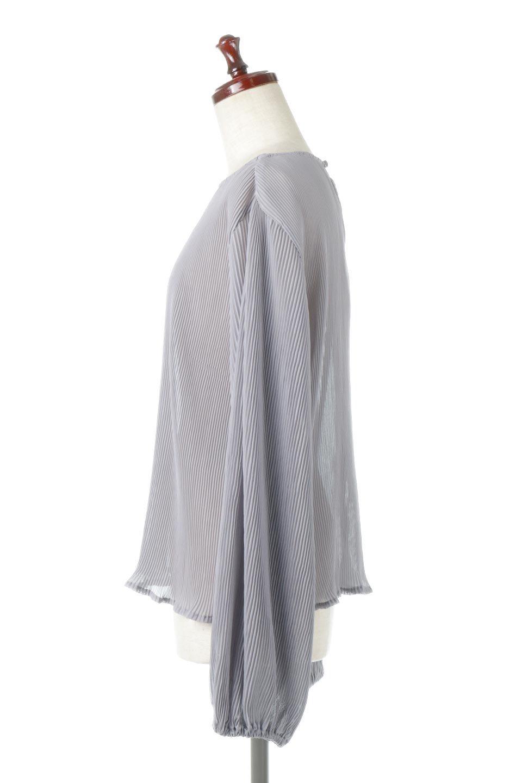 MicroPleatedVolumeSleeveBlouseミニプリーツ・ボリュームスリーブブラウス大人カジュアルに最適な海外ファッションのothers(その他インポートアイテム)のトップスやシャツ・ブラウス。光沢のあるミニプリーツの素材感が魅力の長袖ブラウス。ボリュームのある袖の可愛さと素材の大人っぽさで年令問わず楽しめるブラウスです。/main-2