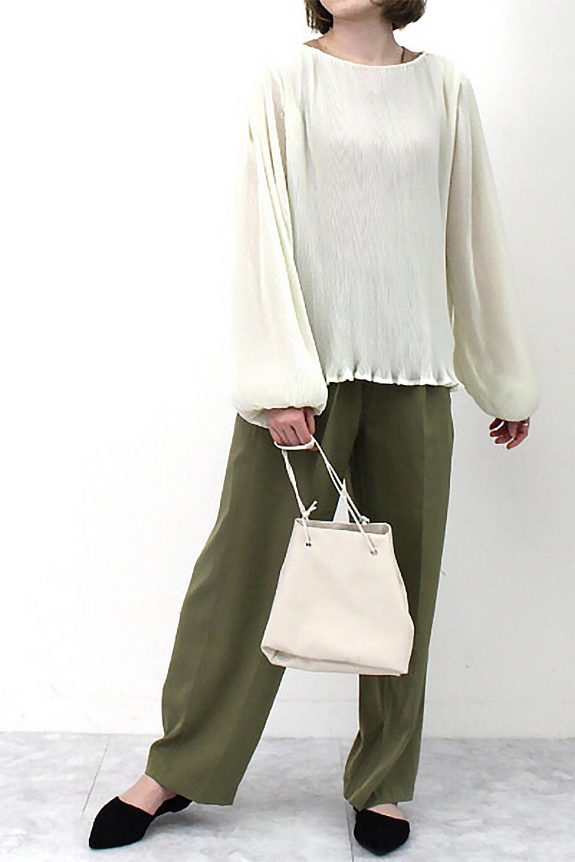 MicroPleatedVolumeSleeveBlouseミニプリーツ・ボリュームスリーブブラウス大人カジュアルに最適な海外ファッションのothers(その他インポートアイテム)のトップスやシャツ・ブラウス。光沢のあるミニプリーツの素材感が魅力の長袖ブラウス。ボリュームのある袖の可愛さと素材の大人っぽさで年令問わず楽しめるブラウスです。/main-21