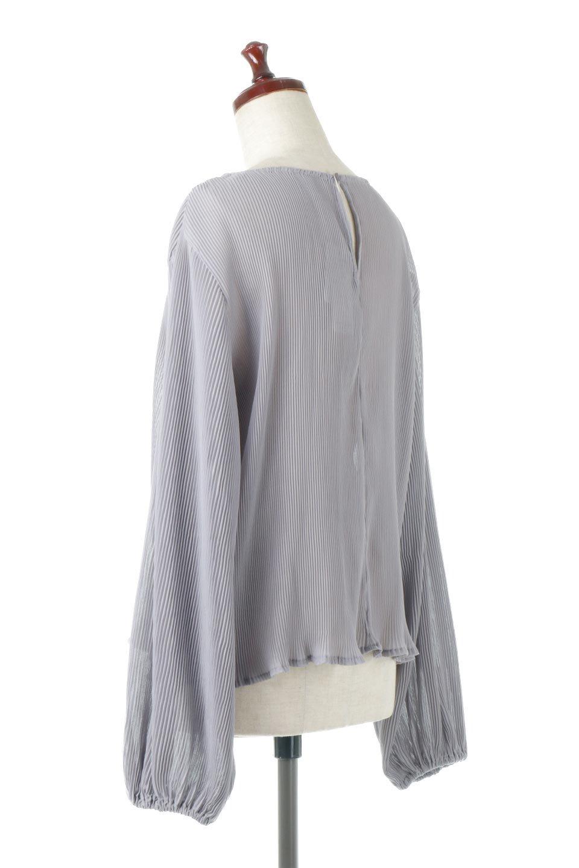 MicroPleatedVolumeSleeveBlouseミニプリーツ・ボリュームスリーブブラウス大人カジュアルに最適な海外ファッションのothers(その他インポートアイテム)のトップスやシャツ・ブラウス。光沢のあるミニプリーツの素材感が魅力の長袖ブラウス。ボリュームのある袖の可愛さと素材の大人っぽさで年令問わず楽しめるブラウスです。/main-3