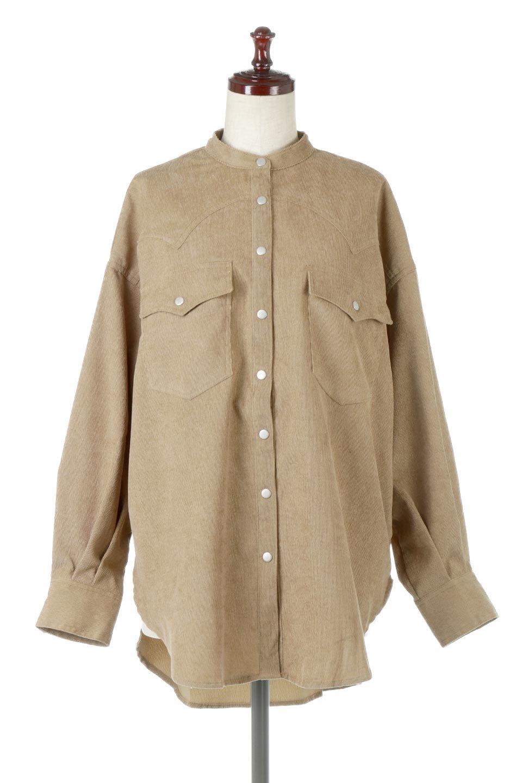 NarrowCordWesternBigShirts細うねコーデュロイ・ウエスタンシャツ大人カジュアルに最適な海外ファッションのothers(その他インポートアイテム)のトップスやシャツ・ブラウス。秋冬の定番素材コーデュロイを使用したウエスタン調のビッグシャツ。アーチ状のヨークやポケットはウエスタンシャツを感じさせるディテールですが、ルーズなシルエットは現代風な雰囲気です。