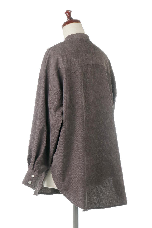 NarrowCordWesternBigShirts細うねコーデュロイ・ウエスタンシャツ大人カジュアルに最適な海外ファッションのothers(その他インポートアイテム)のトップスやシャツ・ブラウス。秋冬の定番素材コーデュロイを使用したウエスタン調のビッグシャツ。アーチ状のヨークやポケットはウエスタンシャツを感じさせるディテールですが、ルーズなシルエットは現代風な雰囲気です。/main-13