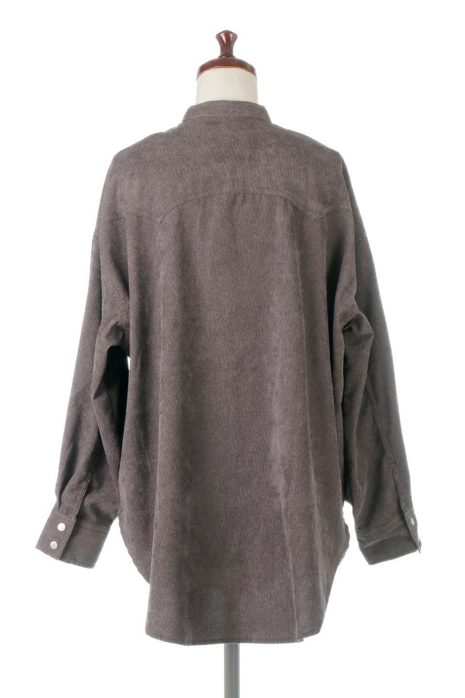NarrowCordWesternBigShirts細うねコーデュロイ・ウエスタンシャツ大人カジュアルに最適な海外ファッションのothers(その他インポートアイテム)のトップスやシャツ・ブラウス。秋冬の定番素材コーデュロイを使用したウエスタン調のビッグシャツ。アーチ状のヨークやポケットはウエスタンシャツを感じさせるディテールですが、ルーズなシルエットは現代風な雰囲気です。/main-14