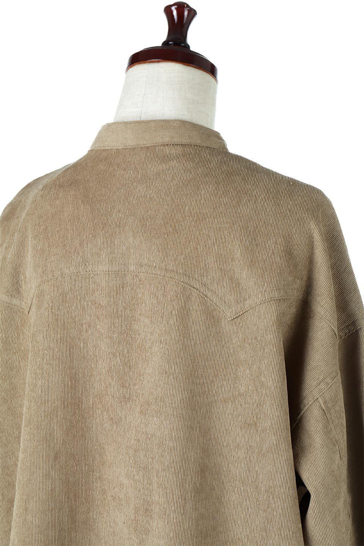 NarrowCordWesternBigShirts細うねコーデュロイ・ウエスタンシャツ大人カジュアルに最適な海外ファッションのothers(その他インポートアイテム)のトップスやシャツ・ブラウス。秋冬の定番素材コーデュロイを使用したウエスタン調のビッグシャツ。アーチ状のヨークやポケットはウエスタンシャツを感じさせるディテールですが、ルーズなシルエットは現代風な雰囲気です。/main-17