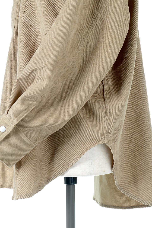 NarrowCordWesternBigShirts細うねコーデュロイ・ウエスタンシャツ大人カジュアルに最適な海外ファッションのothers(その他インポートアイテム)のトップスやシャツ・ブラウス。秋冬の定番素材コーデュロイを使用したウエスタン調のビッグシャツ。アーチ状のヨークやポケットはウエスタンシャツを感じさせるディテールですが、ルーズなシルエットは現代風な雰囲気です。/main-21