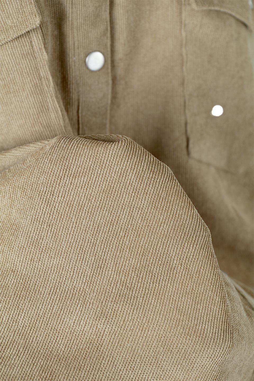 NarrowCordWesternBigShirts細うねコーデュロイ・ウエスタンシャツ大人カジュアルに最適な海外ファッションのothers(その他インポートアイテム)のトップスやシャツ・ブラウス。秋冬の定番素材コーデュロイを使用したウエスタン調のビッグシャツ。アーチ状のヨークやポケットはウエスタンシャツを感じさせるディテールですが、ルーズなシルエットは現代風な雰囲気です。/main-22