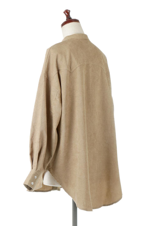 NarrowCordWesternBigShirts細うねコーデュロイ・ウエスタンシャツ大人カジュアルに最適な海外ファッションのothers(その他インポートアイテム)のトップスやシャツ・ブラウス。秋冬の定番素材コーデュロイを使用したウエスタン調のビッグシャツ。アーチ状のヨークやポケットはウエスタンシャツを感じさせるディテールですが、ルーズなシルエットは現代風な雰囲気です。/main-3
