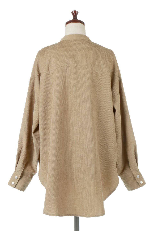 NarrowCordWesternBigShirts細うねコーデュロイ・ウエスタンシャツ大人カジュアルに最適な海外ファッションのothers(その他インポートアイテム)のトップスやシャツ・ブラウス。秋冬の定番素材コーデュロイを使用したウエスタン調のビッグシャツ。アーチ状のヨークやポケットはウエスタンシャツを感じさせるディテールですが、ルーズなシルエットは現代風な雰囲気です。/main-4