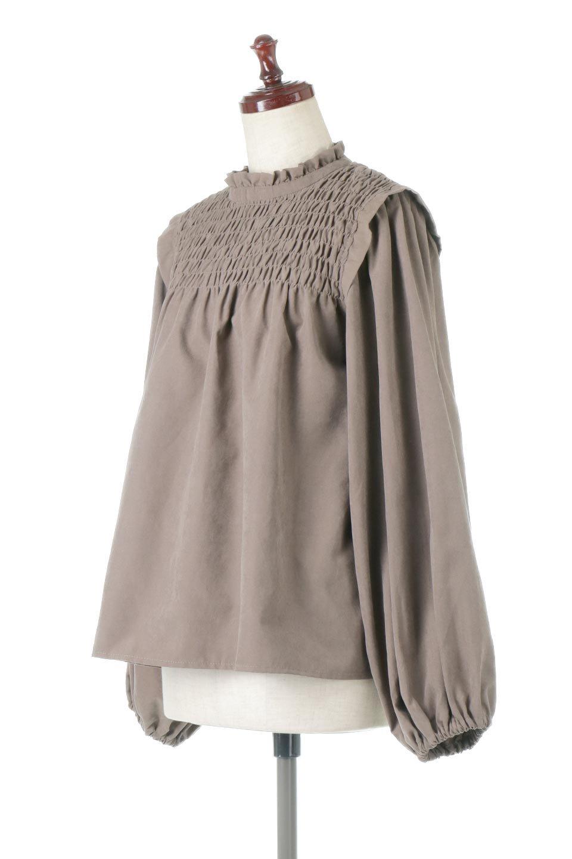 VolumeSleeveGatherBlouseボリュームスリーブ・ギャザーブラウス大人カジュアルに最適な海外ファッションのothers(その他インポートアイテム)のトップスやシャツ・ブラウス。ワイドなシルエットにふっくらとしたボリュームスリーブが可愛いブラウス。胸のギャザーがゆったりボディーを引き締めて着ぶくれを防いでくれます。/main-1