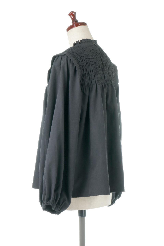 VolumeSleeveGatherBlouseボリュームスリーブ・ギャザーブラウス大人カジュアルに最適な海外ファッションのothers(その他インポートアイテム)のトップスやシャツ・ブラウス。ワイドなシルエットにふっくらとしたボリュームスリーブが可愛いブラウス。胸のギャザーがゆったりボディーを引き締めて着ぶくれを防いでくれます。/main-18