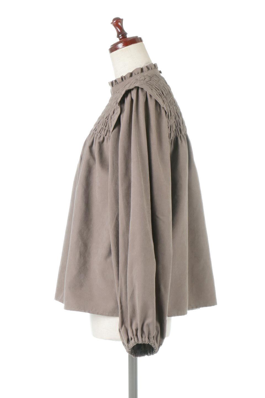 VolumeSleeveGatherBlouseボリュームスリーブ・ギャザーブラウス大人カジュアルに最適な海外ファッションのothers(その他インポートアイテム)のトップスやシャツ・ブラウス。ワイドなシルエットにふっくらとしたボリュームスリーブが可愛いブラウス。胸のギャザーがゆったりボディーを引き締めて着ぶくれを防いでくれます。/main-2