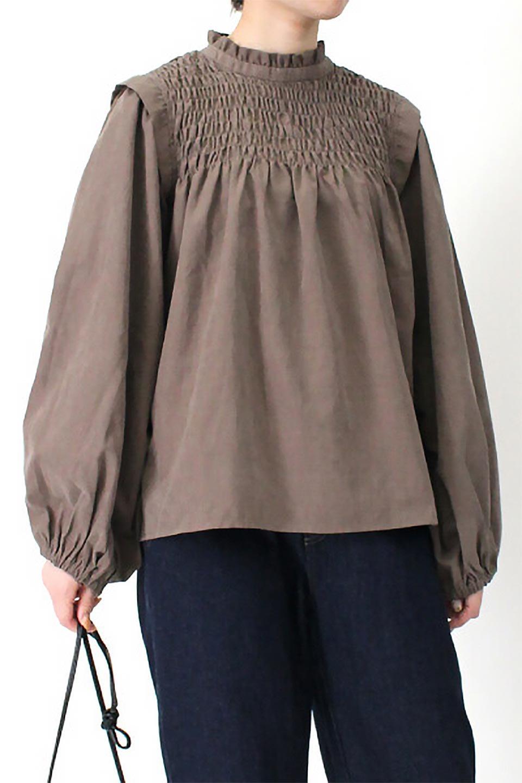 VolumeSleeveGatherBlouseボリュームスリーブ・ギャザーブラウス大人カジュアルに最適な海外ファッションのothers(その他インポートアイテム)のトップスやシャツ・ブラウス。ワイドなシルエットにふっくらとしたボリュームスリーブが可愛いブラウス。胸のギャザーがゆったりボディーを引き締めて着ぶくれを防いでくれます。/main-28