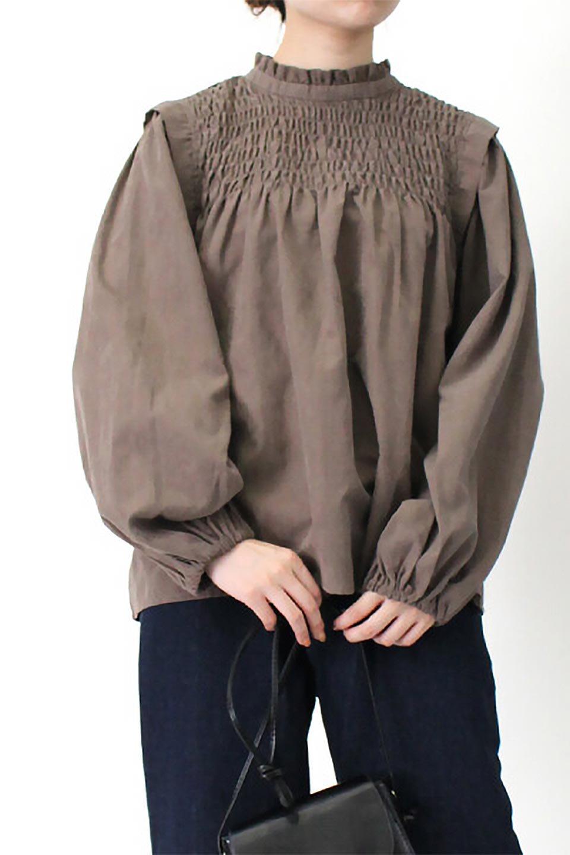 VolumeSleeveGatherBlouseボリュームスリーブ・ギャザーブラウス大人カジュアルに最適な海外ファッションのothers(その他インポートアイテム)のトップスやシャツ・ブラウス。ワイドなシルエットにふっくらとしたボリュームスリーブが可愛いブラウス。胸のギャザーがゆったりボディーを引き締めて着ぶくれを防いでくれます。/main-29