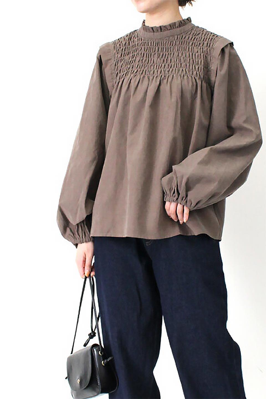VolumeSleeveGatherBlouseボリュームスリーブ・ギャザーブラウス大人カジュアルに最適な海外ファッションのothers(その他インポートアイテム)のトップスやシャツ・ブラウス。ワイドなシルエットにふっくらとしたボリュームスリーブが可愛いブラウス。胸のギャザーがゆったりボディーを引き締めて着ぶくれを防いでくれます。/main-30