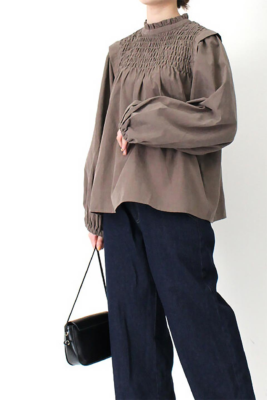 VolumeSleeveGatherBlouseボリュームスリーブ・ギャザーブラウス大人カジュアルに最適な海外ファッションのothers(その他インポートアイテム)のトップスやシャツ・ブラウス。ワイドなシルエットにふっくらとしたボリュームスリーブが可愛いブラウス。胸のギャザーがゆったりボディーを引き締めて着ぶくれを防いでくれます。/main-31