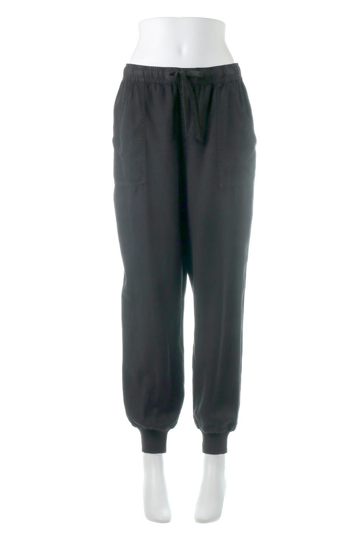 LOVESTITCHのCharlieJoggerPantチャーリー・ジョガーパンツ/海外ファッションが好きな大人カジュアルのためのLOVESTITCH(ラブステッチ)のボトムやパンツ。ストレッチの効いたテンセル素材のジョガーパンツ。クラシックスタイルのジョガーパンツは人気があり、スポーティーなイメージの強いアイテムですが合わせ方次第で女性らしいスタイルにもマッチします。