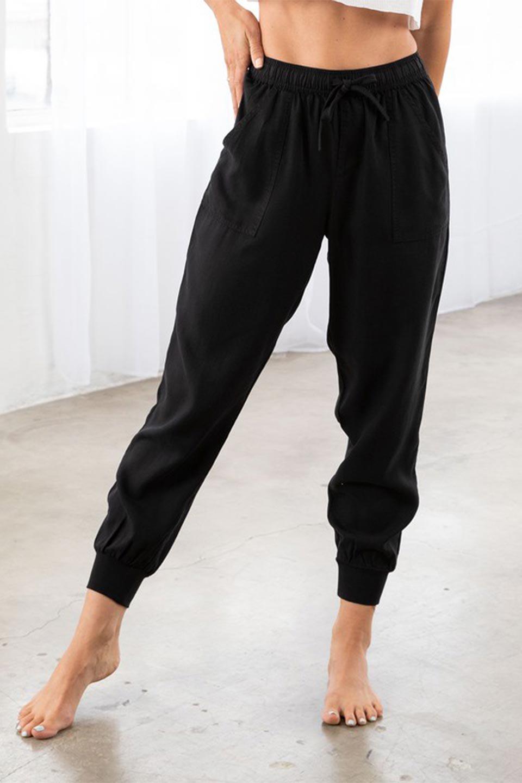 LOVESTITCHのCharlieJoggerPantチャーリー・ジョガーパンツ/海外ファッションが好きな大人カジュアルのためのLOVESTITCH(ラブステッチ)のボトムやパンツ。ストレッチの効いたテンセル素材のジョガーパンツ。クラシックスタイルのジョガーパンツは人気があり、スポーティーなイメージの強いアイテムですが合わせ方次第で女性らしいスタイルにもマッチします。/main-13