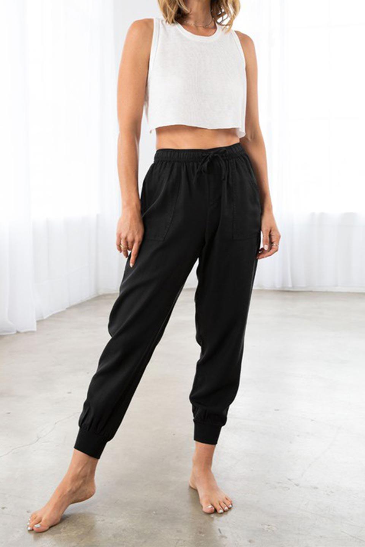 LOVESTITCHのCharlieJoggerPantチャーリー・ジョガーパンツ/海外ファッションが好きな大人カジュアルのためのLOVESTITCH(ラブステッチ)のボトムやパンツ。ストレッチの効いたテンセル素材のジョガーパンツ。クラシックスタイルのジョガーパンツは人気があり、スポーティーなイメージの強いアイテムですが合わせ方次第で女性らしいスタイルにもマッチします。/main-14