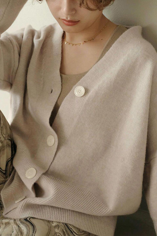 BigSilhouetteKnitCardiganビッグシルエット・カーディガン大人カジュアルに最適な海外ファッションのothers(その他インポートアイテム)のアウターやカーディガン。たぷっとしたシルエットが魅力的なカーディガン。大き目のボタンとゆったりとした身幅を取ったシルエットが特徴のアイテムです。/main-23