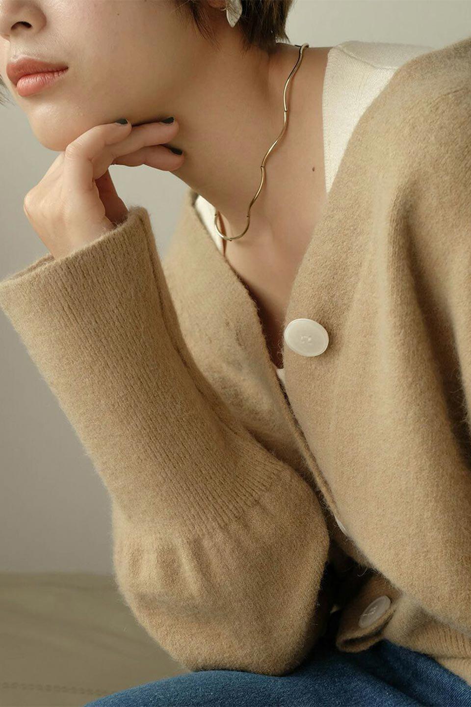 BigSilhouetteKnitCardiganビッグシルエット・カーディガン大人カジュアルに最適な海外ファッションのothers(その他インポートアイテム)のアウターやカーディガン。たぷっとしたシルエットが魅力的なカーディガン。大き目のボタンとゆったりとした身幅を取ったシルエットが特徴のアイテムです。/main-26
