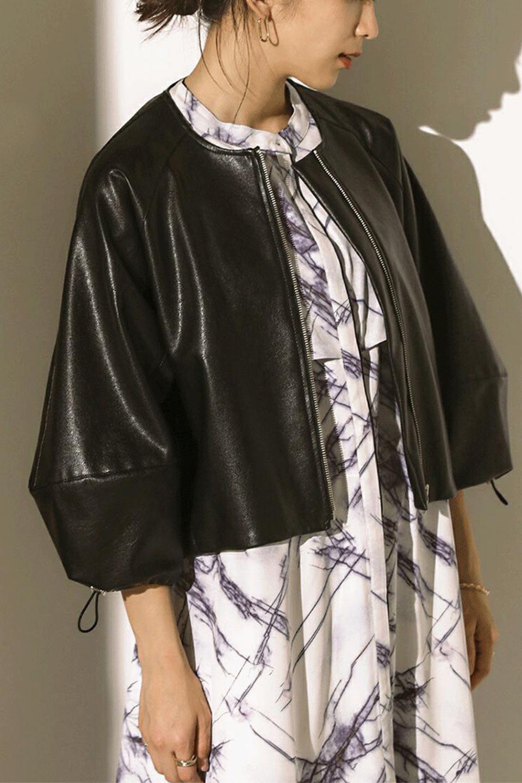 PuffSleeveEcoLeatherJacket袖コンシャス・エコレザージャケット大人カジュアルに最適な海外ファッションのothers(その他インポートアイテム)のアウターやジャケット。ボリュームのある袖と短めの着丈でバランスが取りやすいレザージャケット。パフスリーブのシルエットで腕周りをきれいに見せてくれます。/main-17