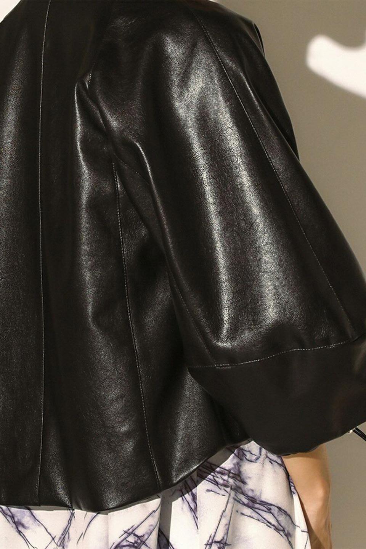 PuffSleeveEcoLeatherJacket袖コンシャス・エコレザージャケット大人カジュアルに最適な海外ファッションのothers(その他インポートアイテム)のアウターやジャケット。ボリュームのある袖と短めの着丈でバランスが取りやすいレザージャケット。パフスリーブのシルエットで腕周りをきれいに見せてくれます。/main-18