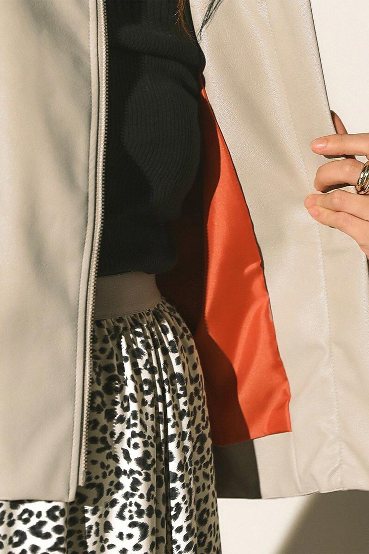 PuffSleeveEcoLeatherJacket袖コンシャス・エコレザージャケット大人カジュアルに最適な海外ファッションのothers(その他インポートアイテム)のアウターやジャケット。ボリュームのある袖と短めの着丈でバランスが取りやすいレザージャケット。パフスリーブのシルエットで腕周りをきれいに見せてくれます。/main-23