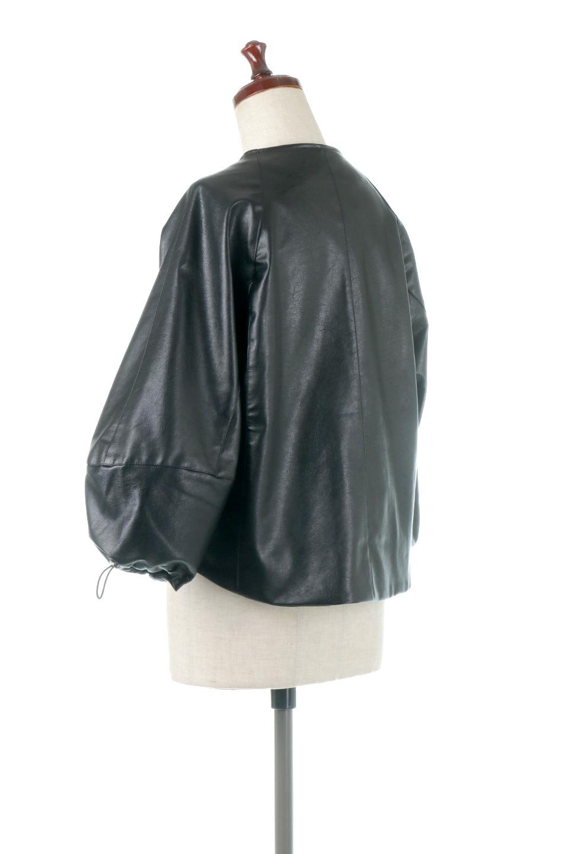 PuffSleeveEcoLeatherJacket袖コンシャス・エコレザージャケット大人カジュアルに最適な海外ファッションのothers(その他インポートアイテム)のアウターやジャケット。ボリュームのある袖と短めの着丈でバランスが取りやすいレザージャケット。パフスリーブのシルエットで腕周りをきれいに見せてくれます。/main-3