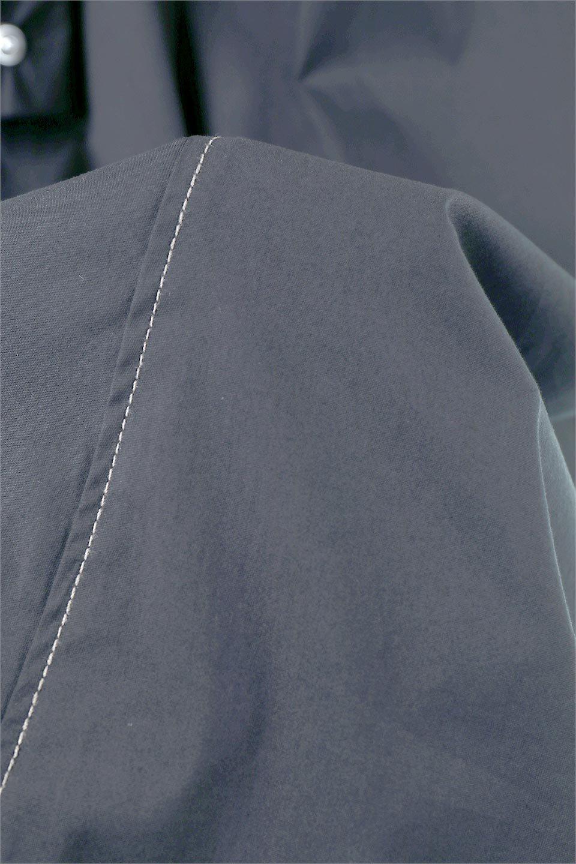 FlarePanelLongShirtsDressコットンストレッチ・シャツワンピース大人カジュアルに最適な海外ファッションのothers(その他インポートアイテム)のワンピースやミディワンピース。ゆったり目なのに細見え効果抜群の長袖シャツワンピース。タイトではない程よいシェイプ感があり、女性らしいシルエットが美しいワンピースです。/main-14