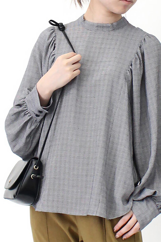 CheckGatherSleeveBlouseチェック柄・ギャザーブラウス大人カジュアルに最適な海外ファッションのothers(その他インポートアイテム)のトップスやシャツ・ブラウス。繊細で柔らかいジョーゼットを使ったチェック柄が可愛いブラウスジョーゼットの質感をうまく使ったギャザーデザインで、たっぷりしたシルエットがきれいに落ちてまとまります。手首と首元にメリハリを付け、広がりすぎず上品な雰囲気。/main-26