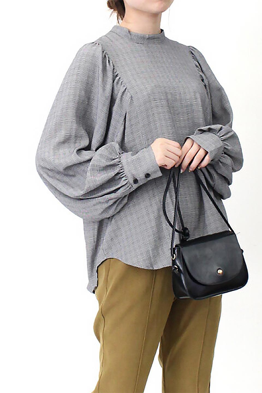 CheckGatherSleeveBlouseチェック柄・ギャザーブラウス大人カジュアルに最適な海外ファッションのothers(その他インポートアイテム)のトップスやシャツ・ブラウス。繊細で柔らかいジョーゼットを使ったチェック柄が可愛いブラウスジョーゼットの質感をうまく使ったギャザーデザインで、たっぷりしたシルエットがきれいに落ちてまとまります。手首と首元にメリハリを付け、広がりすぎず上品な雰囲気。/main-27